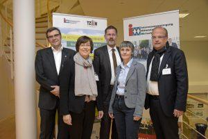 Die Referenten, Diskutanten und Organisatoren des Forum Mittelstand Niederrhein in Tönisvorst auf einem Foto.